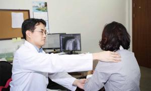 원인 규명 안돼…통증·운동 장애<br />꾸준한 물리치료로 수술없이 회복