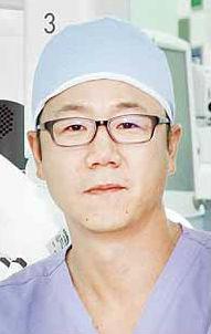 울산대병원 노현진 교수, 부·울·경 최초 <br />자궁내막암 단일공 로봇수술 성공
