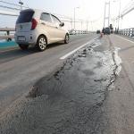 울산대교 도로, 폭염에 녹아 파손