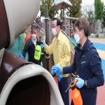 코로나19 예방 방역활동 펼치는 송철호 울산시장과 안전보안관